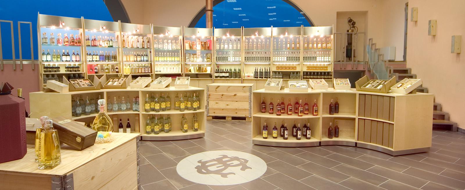 Visite e degustazioni guidate in distilleria.
